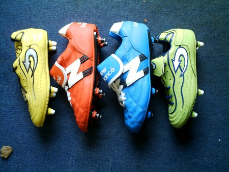 COLOURED FOOTBALL BOOTS